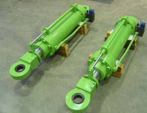 Cilindri sollevamento forno W.B. con blocco valvole e sistema controllo posizione.