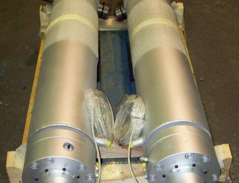Цилиндры управления дверьми с внешним охлаждением и системой позиционирования.