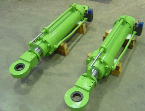 Подъемные цилиндры печи W.B. с блоком клапанов и системой управления положением.