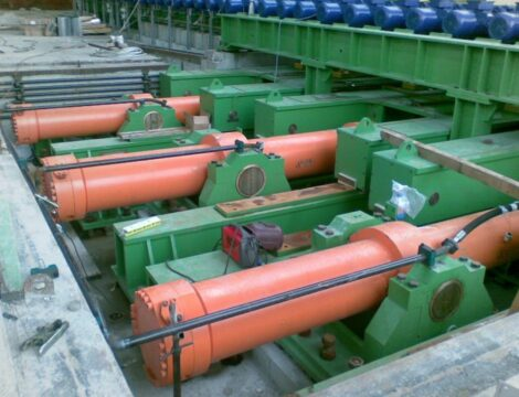 Furnace loading pusher cylinders