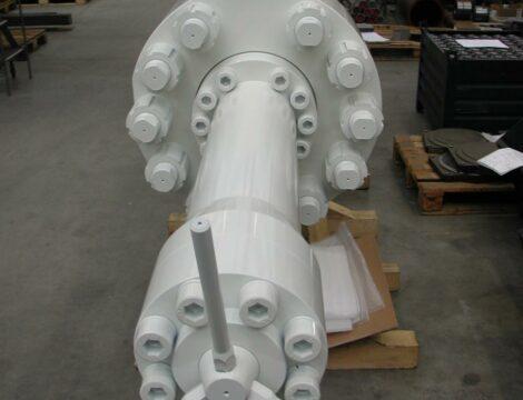 Цилиндр с регулировкой хода для горизонтального пресса на 3000 тонн.