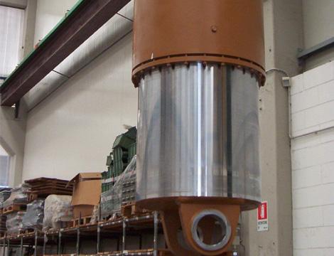 Cilindro sollevamento volta. Alesaggio 700 mm. Corsa 725 mm. Pressione di lavoro 140 bar.