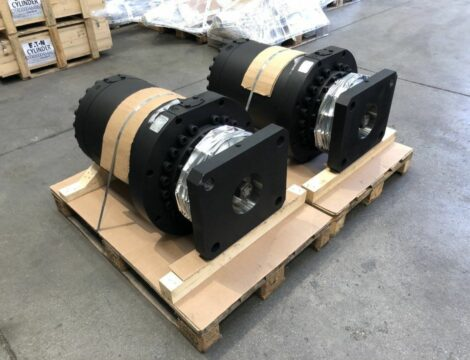 Turret lifting cylinder with axial ground by design and internal transducer. Bore 400 mm. Stem 300 mm.