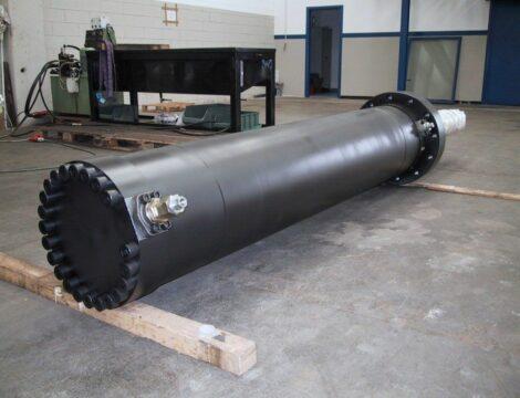 Scalper cylinder. Bore 400 mm. Stroke 2050 mm. Working pressure 360 bar.