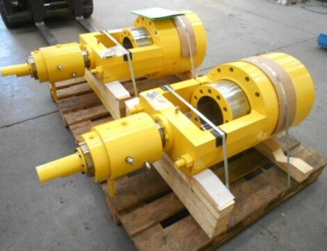 Expanding cylinder bore 420 mm, complete with rotating joint. Working pressure 160 bar.