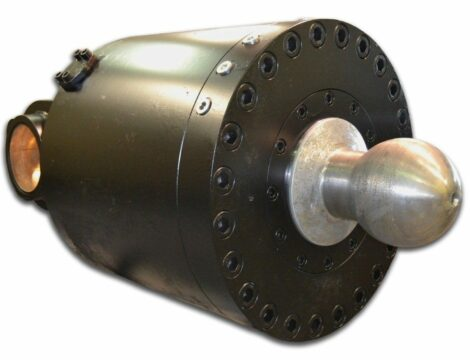 Special cylinder for Bramme shear bore 690mm.